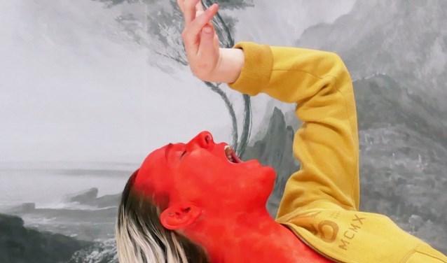 Benjamin Abel Meirhaeghe brengt tijdens Ogentroost in PodiumBloos samen met Kim Karssen de indrukwekkende voorstelling 'Het Sterven'.