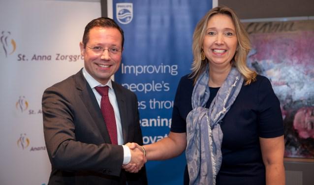 Victor Groothengel, General Manager Health Systems bij Philips Benelux en Ingrid Wolf, voorzitter raad van bestuur St. Anna Zorggroep