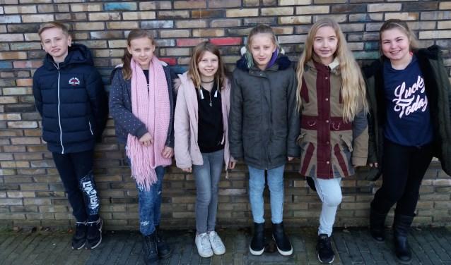 Amber, Lisa, Nika, Dionne, Lisa en Arthur, leerlingen van basisschool De Zevensprong in Boskoop.