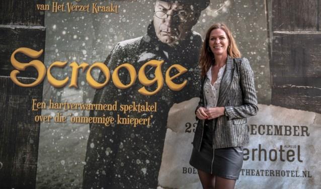 Op 23, 24 en 25 december is de voorstelling Scrooge te zien in het Theaterhotel in Almelo. Voor Esther Hammink, directeur van het Theaterhotel en medeproducent van Scrooge, is het een droom die uitkomt. Foto: Willem van Walderveen