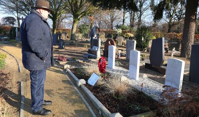 Evert Vos organiseert in Grave de herdenking van de bevrijding. (foto Marco van den Broek)