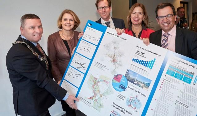 Ondertekening van de gezamenlijke intentieverklaring. FOTO: PNB/Wim Hollemans.
