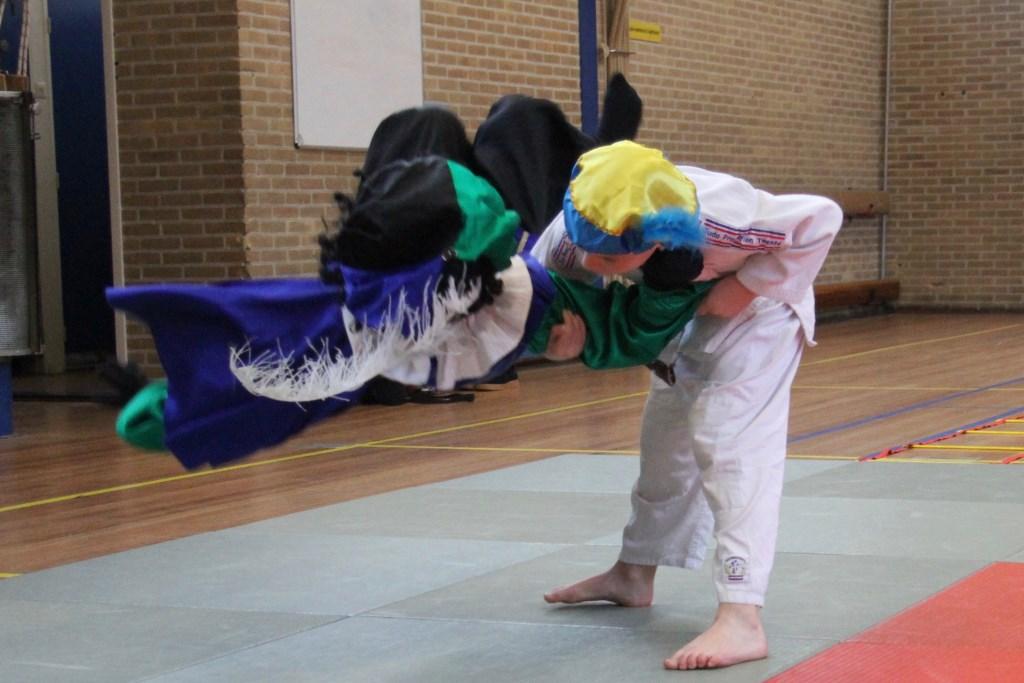 Judoka Jorrit de Ruiter werpt Spaanse judopiet. Foto: Rita Evenberg © Persgroep