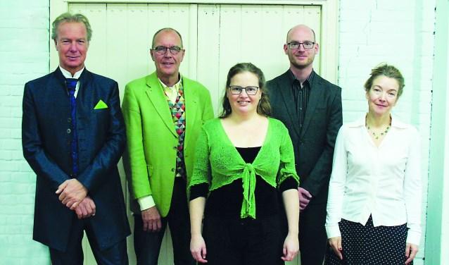 Van links naar rechts: Erwin Strikker (muziek), Antek Olszanowski (verteller), Ivette van Laar (sopraan), Wouter Munsterman (piano) en Simone Zacharias (tekst).