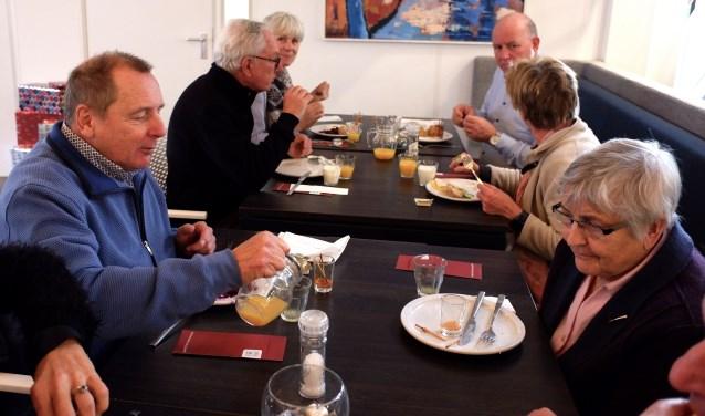 De Beuningse fithockeyers blikten samen met de partners terug op het voorbije sportjaar tijdens een gezellige lunch.