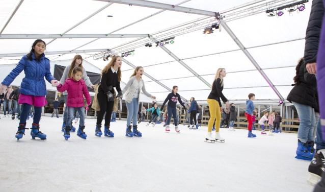 De schaatsbaan is ruim honderd vierkante meter groter dan vorig jaar.