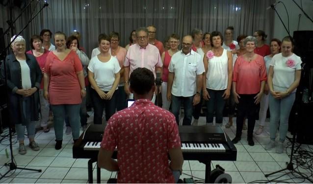 Gospelkoor Share is te horen en te zien bij TV Ridderkerk (Foto: PR)
