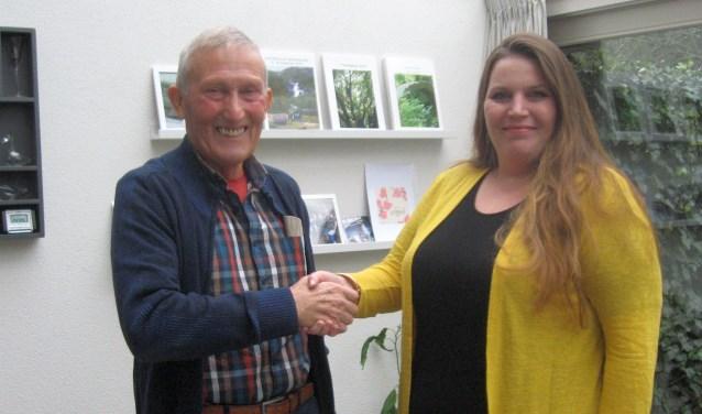 Henk Scheffer heeft de voorzittershamer van de VHD overgedragen aan Sylvy-Mea van Geffen.