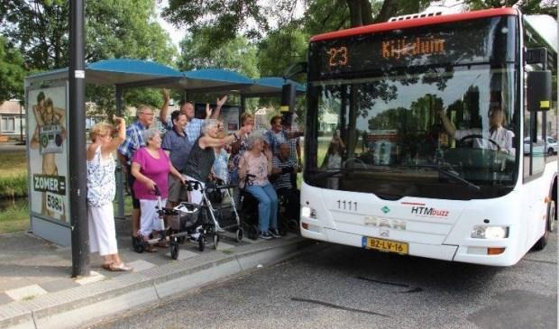 De bewoners van de Muziekbuurt protesteren tegen het vervallen van bus 23 door de Muziekbuurt. Inmiddels zal ook Meester Frank Visser zich over de zaak buigen.