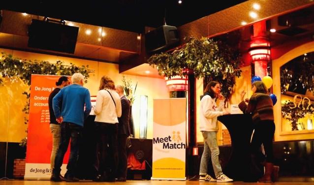 Ruim veertig bedrijven, ondernemers en maatschappelijke organisaties vonden elkaar op het Oldenzaalse evenement Meet and Match.
