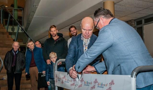 Wethouder Arjan Kampman (rechts) opent de expositie samen met Theo van der Meer. Foto's: Danielle Poorthuis