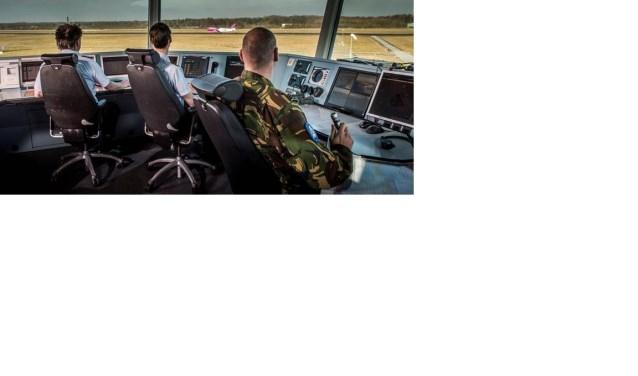 De ideeën voor de 2 nieuwe afspraken komen voort uit de 3-daagse masterclass 'Redesigning Eindhoven Air Traffic' van de Uitvoeringstafel waarin vliegbasis Eindhoven in gesprek ging met haar omgeving. FOTO: Comm KLu