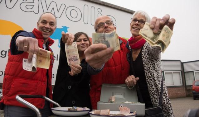 Onder meer bij Wawollie staan nog tot 7 januari boxen om oud geld en koffiepunten in te leveren voor het goede doel.
