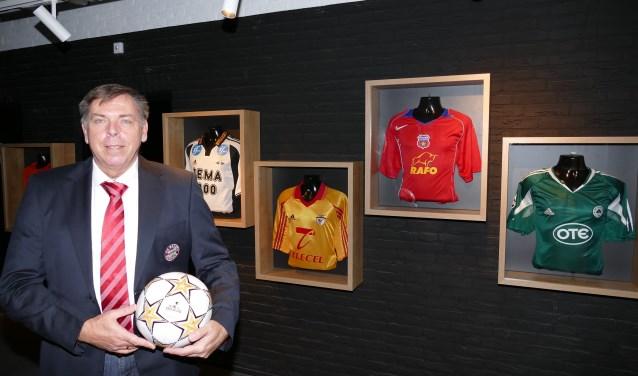 Jos Lenssen, de verzamelaar, met binnenkort een eigen voetbalmuseum.