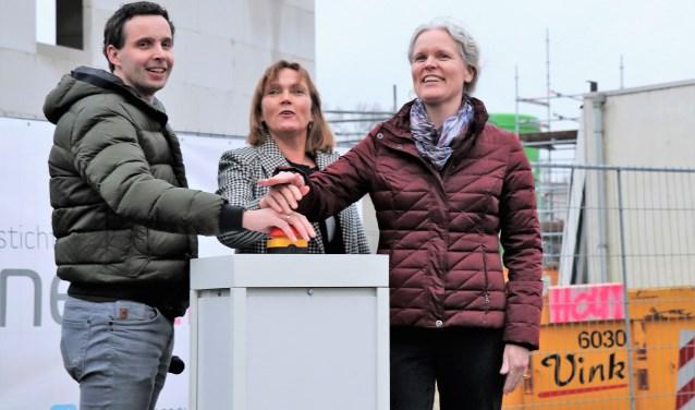 De bouw van Holzenbosch wordt feestelijk aangekondigd.