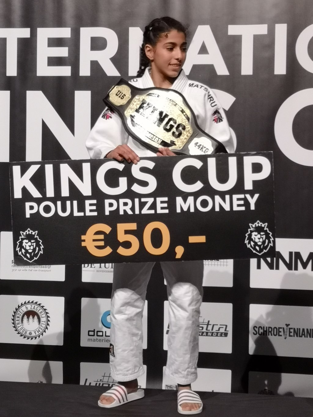 Nohade Riadi met Kingscup championship belt. Foto: Martin Evenberg