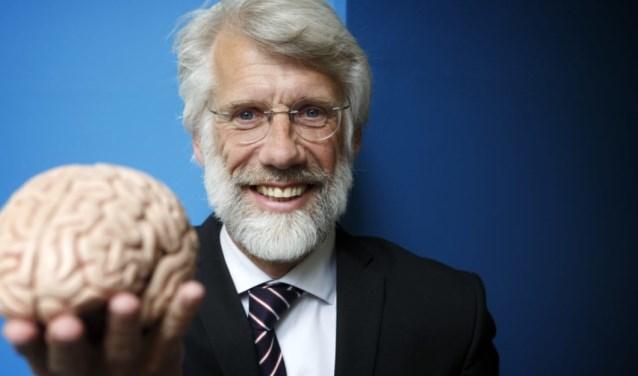 Erik Scherder vertelt zondag 16 december in zijn theatercollege bij Theater De Lievekamp over zijn onderzoek naar muziek en het brein.