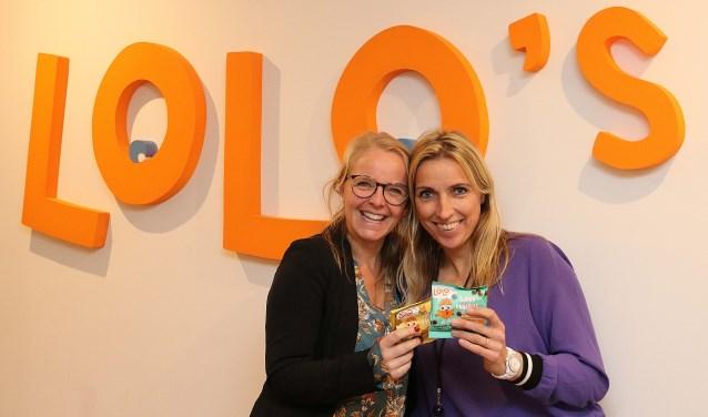 Jitra Janssonius (l) en Lysanne Denneboom staken de hoofden bij elkaar en treffen wereldwijd doel met Lolo's. FOTO: Hanny van Eerden