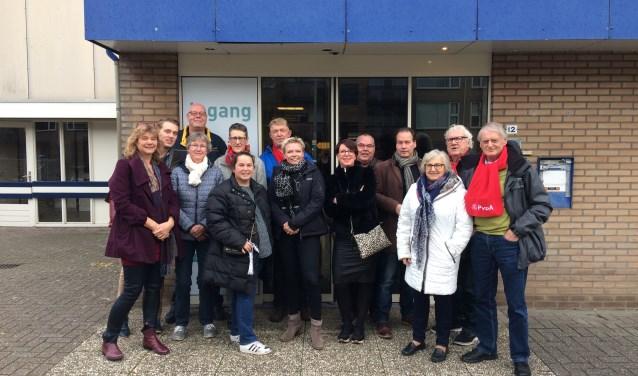 Een aantal van de deelnemers aan het werkbezoek samen met  Tweede Kamerlid John Kerstens (vierde van rechts).