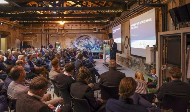 Prof. dr. Ad van Wijk (TU Delft) spreekt in het Cleantech Center over de kansen van waterstof.