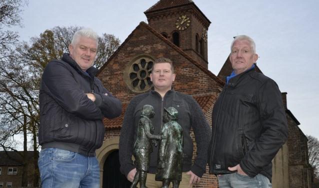 De initiatiefnemers van de dorpsraad voor Angerlo: Wim Riewald (vlnr), Dirk Willem Tiecken en Tonny Meijer. (foto: Ab Hendriks)