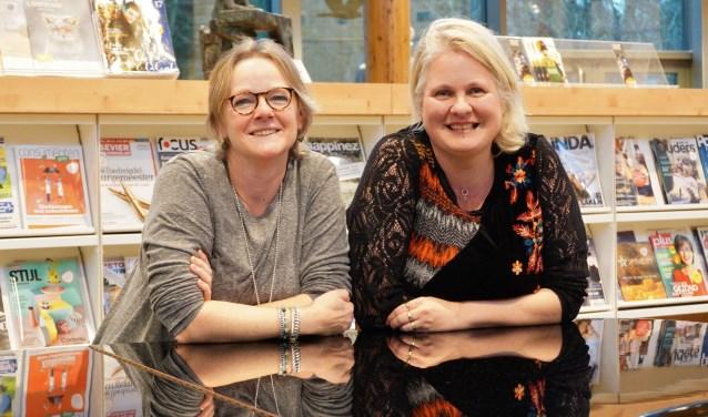 Margriet Drent-Alblas en Nicole ter Steeg-Kroezen hebben veel plezier in het beheren van de Weggeefhoek. FOTO: Ellis Plokker