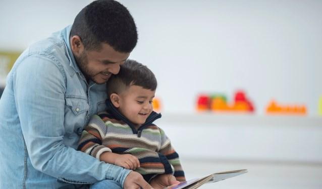Voorlezen stimuleert de taalontwikkeling van jonge kinderen