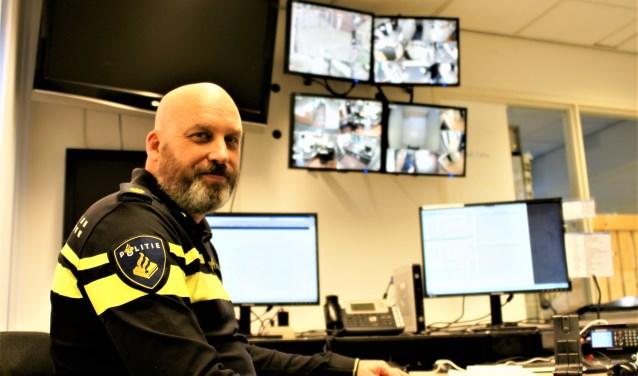Maurits werkt ook tijdens de feestdagen onder andere op de meldkamer van Politie Zoetermeer.