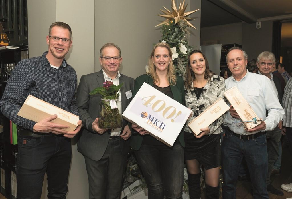 V.ln.r.: Remon Stokman, Theo Gieling (vice-voorzitter MKB Duiven), Wendy Stokman, Peggy Blaauw en Theo de Reus (foto: Fotic Walter Verwaal).