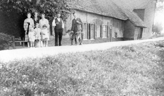 De boerderij (stee) van (indertijd) de familie Smaal, die hier zo'n honderd jaar geleden woonde.