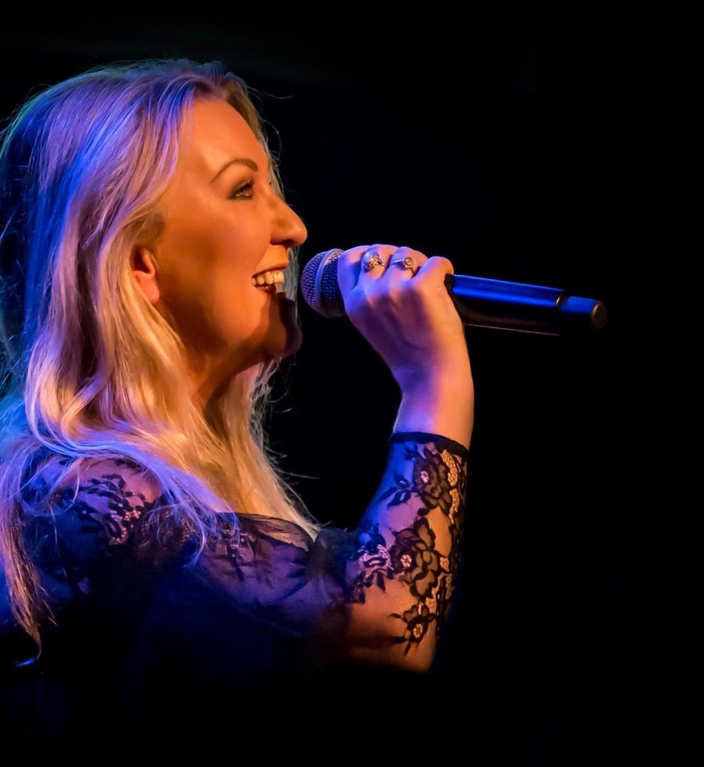 Petra Berger is de speciale gast tijdens het kerstconcert van harmonie St. Joseph zaterdag in Oldenzaal.  © Persgroep