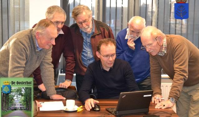 V.l.n.r: Wim ter Harmsel, Gerrit ten Wolthuis, Gerrit Kraa, Karel van der Meer en Jan Slofstra. In het midden Joop Voortman. Foto: Jan Joost.