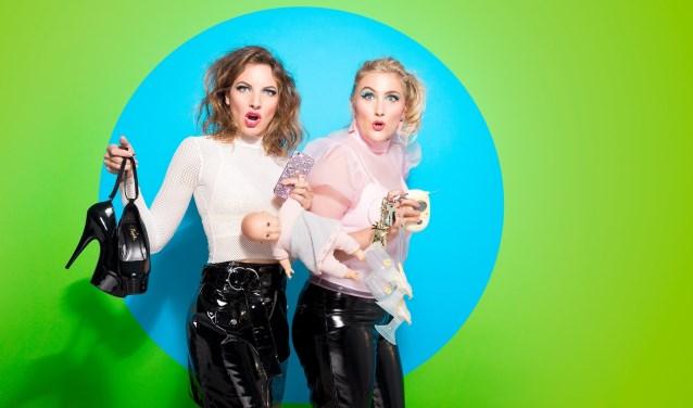 Lize van Olden en Anna Hermanns sleuren je mee in de seks, drugs en rock-'n- roll van de indoorspeeltuin. (Foto:Karel Sanders)