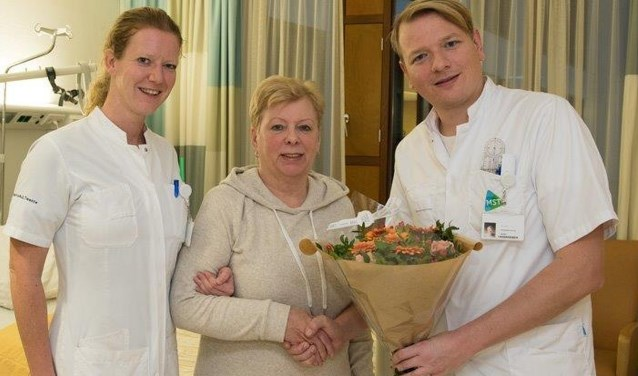 MST kan nu heupprotheses plaatsen via 'voorste benadering'. De eerste patiënte vorige maand was mevrouw Keijzers.