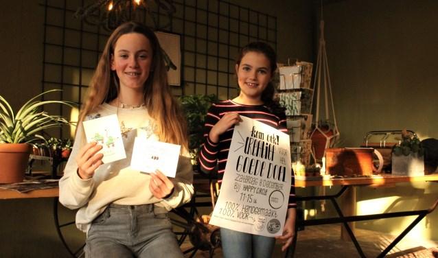 De Vughtse Maike en Indy zijn tijdens het evenement 'Creatief voor het goede doel' bezig voor KiKa en Stichting Hulphond.