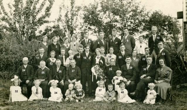 Wie waren er allemaal aanwezig op de bruiloft van J. Boerrigter en H. Bakker?