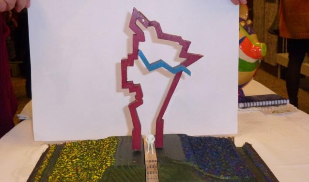 Een schaalmodel van het te bouwen kunstwerk, dat de grenzen van de oude gemeente Berghem laat zien.