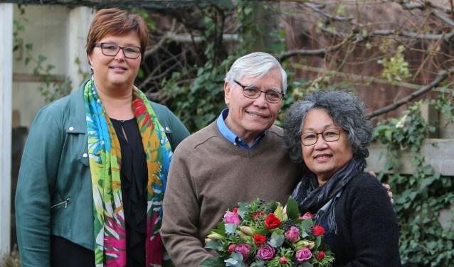 De heer en mevrouw Beckker-Soijo en wethouder Herma van Dijkhuizen.(Foto: 3JetFotografie Ochten)