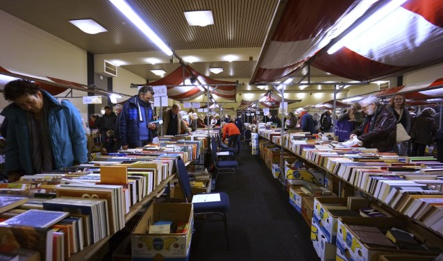 Eind januari vindt de 'Boekenbeurs' in de Brabanthallen plaats en in oktober de 'Speelgoedbeurs' in het St. Janslyceum.