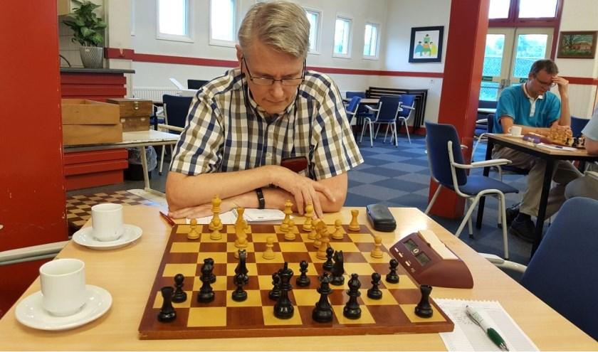 Chris van Oosterwijk verraste zijn opponent Gary Dinsbach met mat