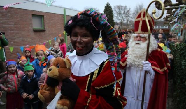 Piet herenigd met Sinterklaas