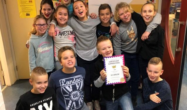 De leerlingen van groep 7 van IKC De Saffier hebben veel geld opgehaald met de Kinderpostzegeldactie!