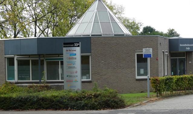 In het gebouw met de glazen puntkoepel is het Gezondheidscentrum Cuijkgevestigd.