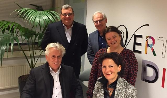 Gerard Peppester (AZ), Charles Laurey (ZZ), Hans Smit (AZ), Lia van Galen (AZ) en Odet Vermeijlen (ZZ.)