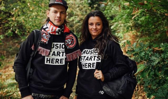 Sander Hoogendoorn en Eva Kooreman lopen van Vlieland naar het nieuwe hoofdkwartier van Serious Request in Utrecht.
