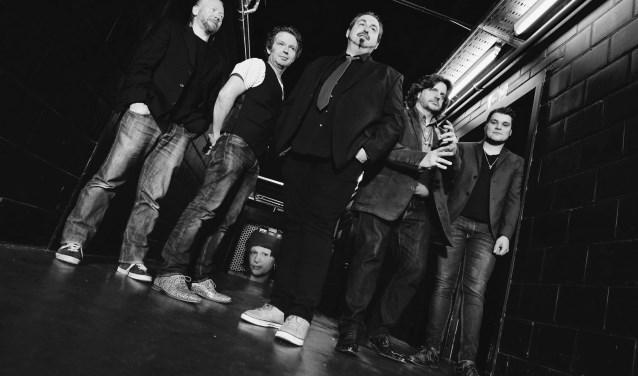 Ons 10e jaarfeest wordt geopend met niemand minder dan de Belgische topband The BluesBones.
