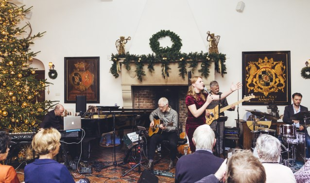 Lizzy Ossevoort en haar band op Huis Bergh