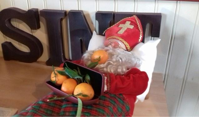 Sint Nicolaas met oranje fruit