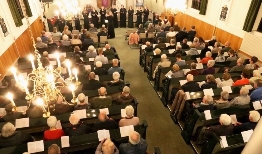 Veel toehoorders woensdagavond 5 december in de Hervormde kerk van Maasdam.