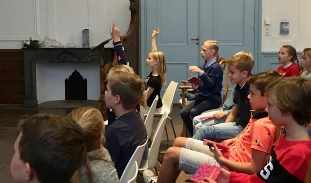 Dit najaar hebben ruim veertig kinderen een reeks kindercolleges van de MuseumJeugdUniversiteit in het Stadhuismuseum Zierikzee gevolgd. FOTO: PR